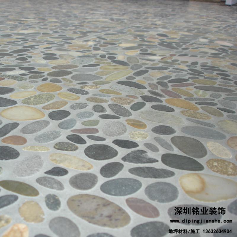 仿鹅卵石的压模地坪铺装