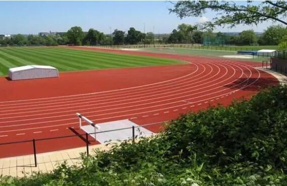 学校塑胶跑道的施工工艺方案是怎样的?