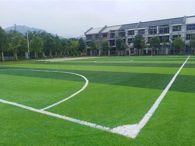 柳城小学梦想足球场投入使用啦!